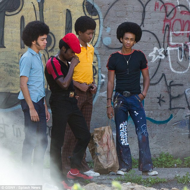 2AA3399D00000578-3166016-Jaden_Smith_joined_his_co_stars_on_the_set_of_The_Get_Down_in_Br-m-30_1437182372786